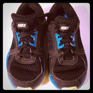 Nike sneaker boys 12.5